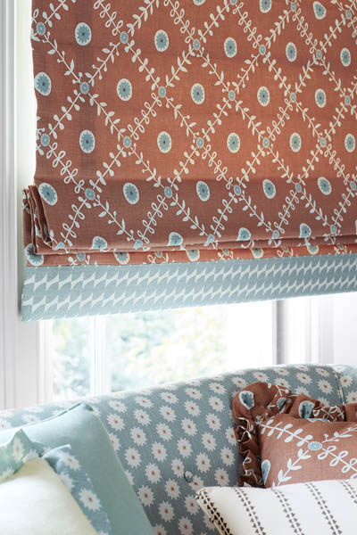 CHOOSING BETWEEN ROLLER BLINDS, ROMAN BLINDS AND CURTAINS